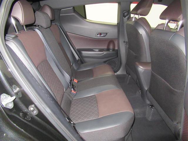 内装やシートはブラック/ブラウンで高級感があります!