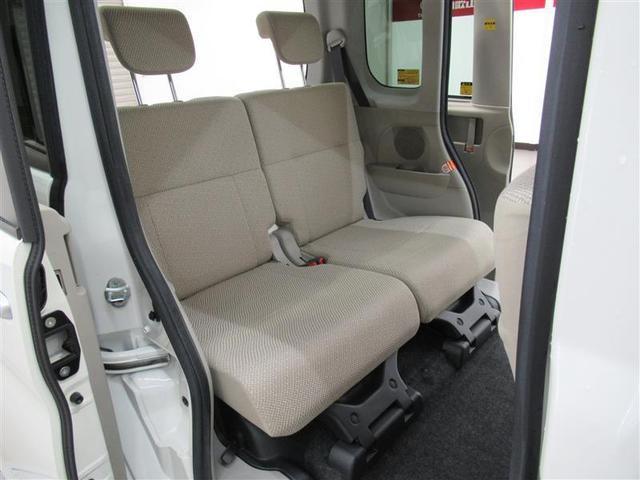 後部座席も広々でチャイルドシートも余裕を持って装着!室内も小さなお子様が立ち上がれるほどの高さがあるのでとても開放的!