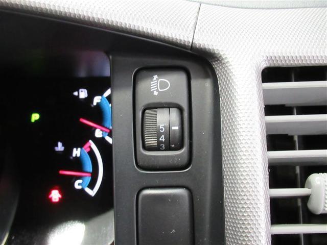 手元でヘッドライトの高さ調整が出来て便利なヘッドライトレベライザー付き!
