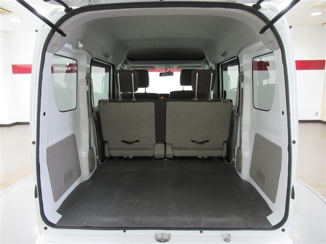 リアゲートを開いた感じは縦横ともに大きく感じられます!座席も折りたたんで大き目のお荷物も載せることも出来ます!