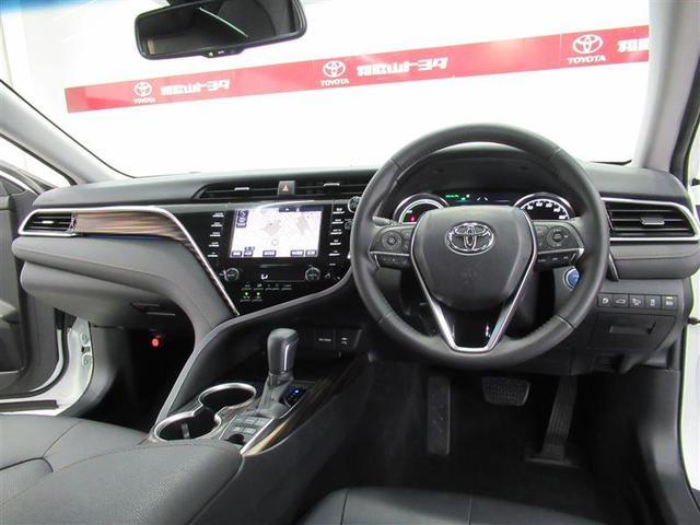 高級感のあるブラックの車内・コックピットのようなデザインで、スタイリッシュなインテリアです。