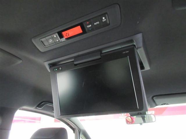 後部座席の天井にはフリップダウンモニターを装備。後部座席に座りながらTVやDVDの視聴も出来るので長時間のドライブが楽しくなります
