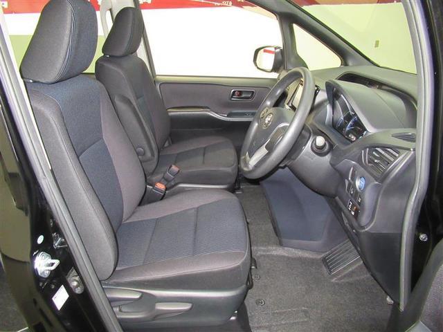 ブラックを基調としたカジュアルな車内もとってもキレイです!