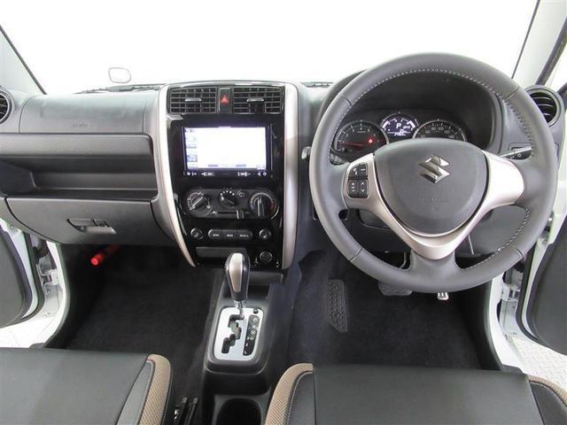 シックな色合いの運転席周り、すっきりとしたデザインで上品な色使いです!