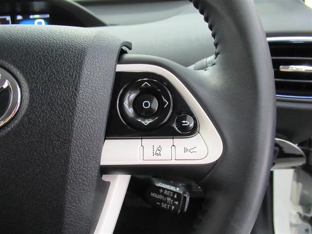 ステアリングを握ったままでメーター内ディスプレイの操作が可能です。視線移動も少なくハンドルから手を離さないので安全性も向上です