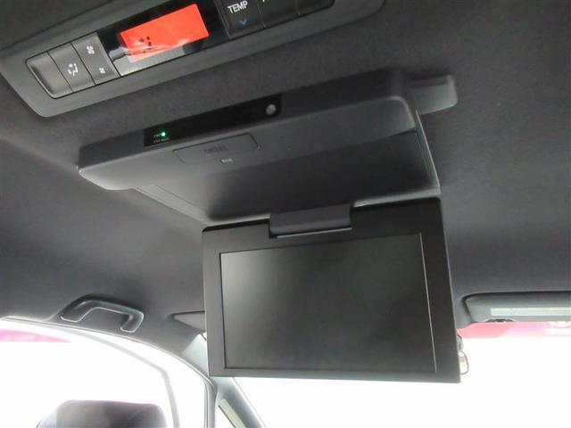 後部座席の天井にはフリップダウンモニターを装備。後部座席に座りながらTVやDVDの視聴も出来るので長時間のドライブが楽しくなります!