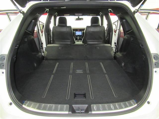 後部座席を倒せば荷室を更に拡大。大きな荷物でも対応できるので使い勝手も広がります