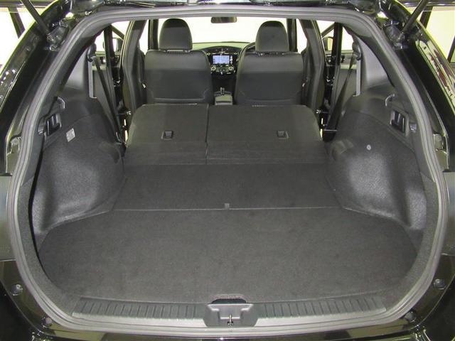 後部座席を倒せば荷室を更に拡大。大きな荷物でも対応できるので使い勝手も広がります!