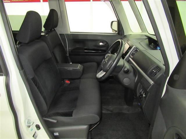 汚れが目立ちにくいブラックの車内と、座り心地の良いシートです。