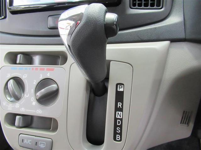シフトレバーは、ハンドルを握ったまま操作できる位置にあるので視線移動も少なく安全性も向上です。
