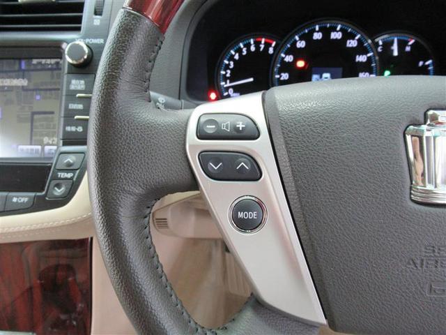 ステアリングを握ったままでオーディオ操作が可能です。視線移動も少なくハンドルから手を離さないので安全性も向上です