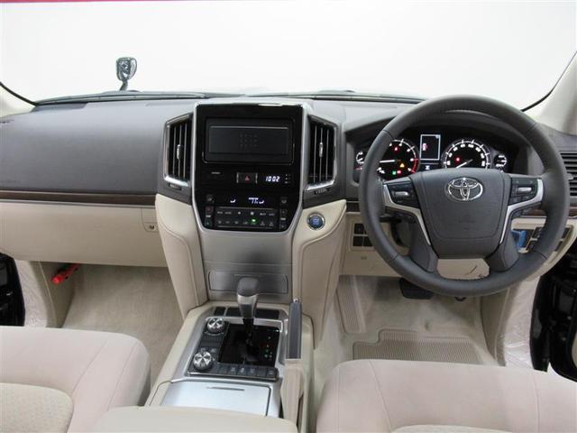 広々した運転席回りです!ベージュの内装で明るい雰囲気の室内です!