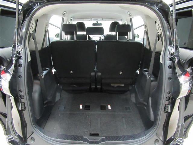 サードシートを収納すると広い荷室の登場です。大きな荷物も余裕で積み込み