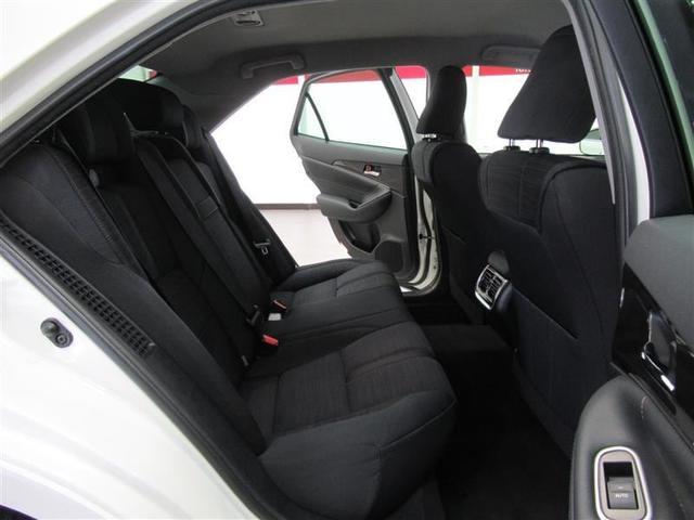 足元ゆったりのリヤシートでサルーンの乗り心地をお楽しみ下さい。長時間ドライブもお寛ぎいただけます