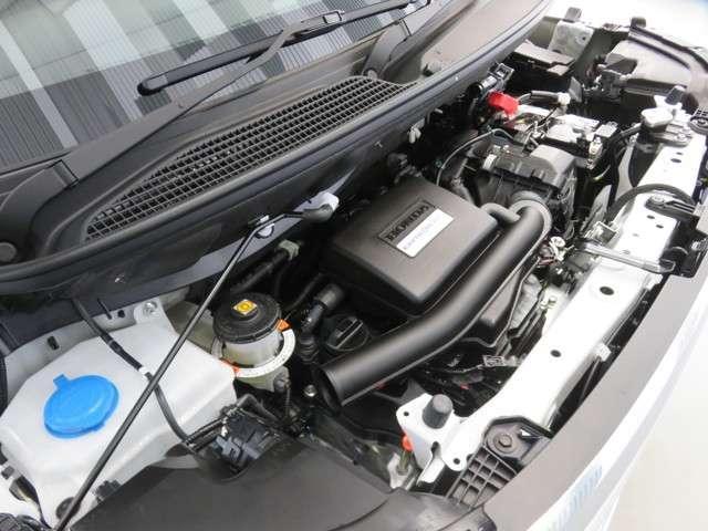 i-VTECエンジン低速での力強さと高速でののびやかさ、そして低燃費を高次元でバランス。街中や坂道での加速や高速道路での力強さなどホンダならではの走りはそのままに。燃費性能もより向上させました