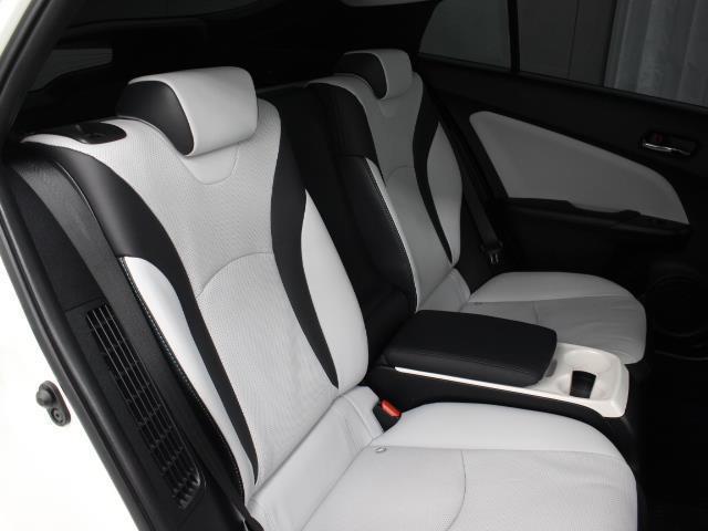 Aプレミアム 黒革シート 1オーナー スマートキー メモリナビ ETC フルセグ パワーシート アルミ イモビライザー クルーズコントロール ナビ&TV バックモニタ プリクラッシュ ABS LEDヘッド(9枚目)