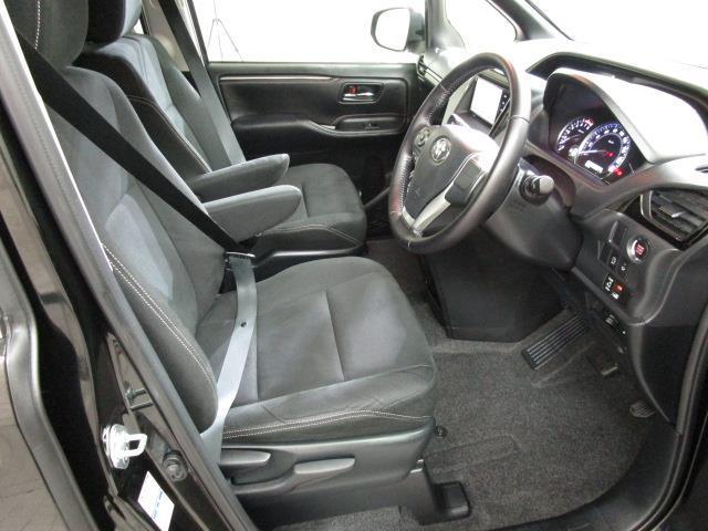 Xi 4WD フルセグ メモリーナビ DVD再生 後席モニター バックカメラ ETC 電動スライドドア LEDヘッドランプ ウオークスルー 乗車定員8人 3列シート ワンオーナー アイドリングストップ(5枚目)