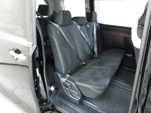 Xi 4WD フルセグ メモリーナビ DVD再生 後席モニター バックカメラ ETC 電動スライドドア LEDヘッドランプ ウオークスルー 乗車定員8人 3列シート ワンオーナー アイドリングストップ(14枚目)