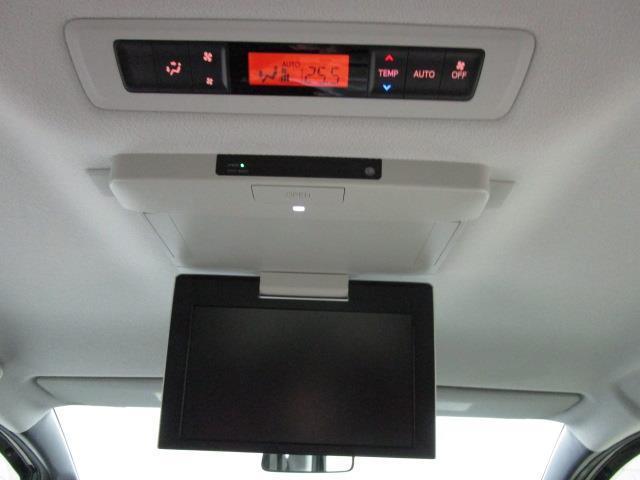 Xi 4WD フルセグ メモリーナビ DVD再生 後席モニター バックカメラ ETC 電動スライドドア LEDヘッドランプ ウオークスルー 乗車定員8人 3列シート ワンオーナー アイドリングストップ(16枚目)