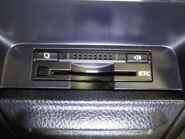 ハイブリッドGi フルセグ メモリーナビ DVD再生 バックカメラ ETC ドラレコ 両側電動スライド LEDヘッドランプ 乗車定員7人 3列シート フルエアロ(9枚目)