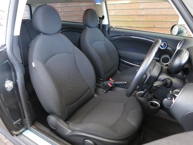 ■適度な硬さのシ-トはサイドサポートが高く(前席)シッカリと体をホールドしますので長距離運転時も疲労度が違います!ぜひ一度運転席に座って下さい。名前はミニでも、ドイツ車だと言う事が実感できます!