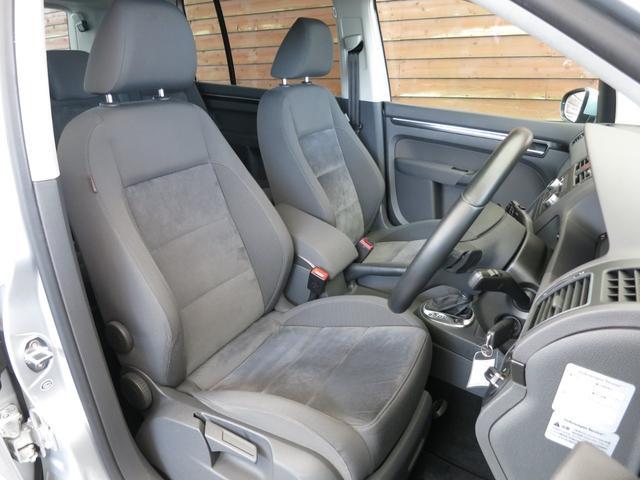 ☆使用感の少ないD席☆質感の高いアルカンターラシートを使用しております!