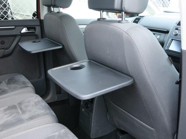 ☆便利なシートバックテーブルや複数設置されたカップホルダーなど車内での時間をより快適にお過ごし頂ける装備も充実です♪