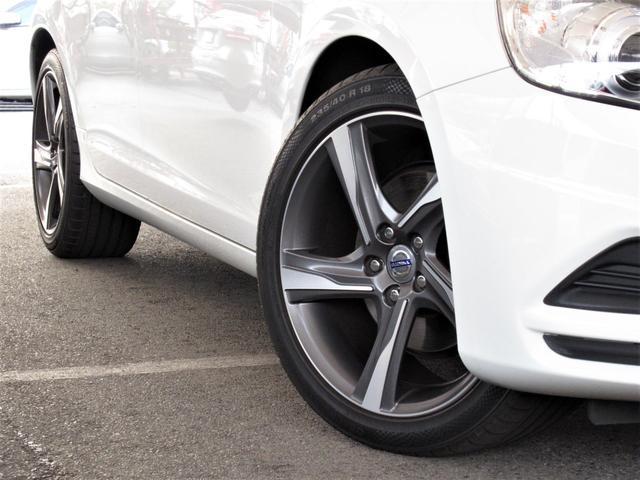 ■【リアパーキングアシスト】が装備!●リアバンパーの超音波センサーが障害物との距離を測定しアラーム音で警告。またナビ画面で直接モニターが可能です。狭い道での後退や車庫入れなどで大変役立つアイテムです。