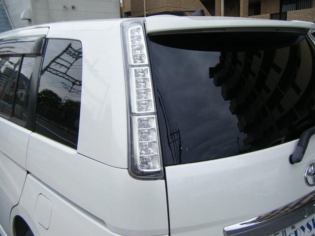 プラタナ Vセレクションホワイトインテリアパッケージ 純正HDDナビTV バックカメラ レザーシート 両側自動ドア 後席モニター 純正エアロ 純正アルミ オートライト キセノン スマートキー タイミングチェーン 7人乗 ETC 後期型(13枚目)