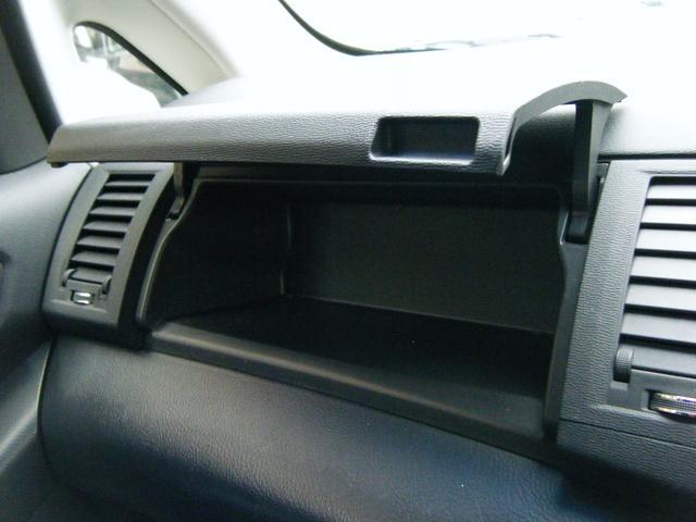 プラタナ Vセレクションホワイトインテリアパッケージ 純正HDDナビTV バックカメラ レザーシート 両側自動ドア 後席モニター 純正エアロ 純正アルミ オートライト キセノン スマートキー タイミングチェーン 7人乗 ETC 後期型(42枚目)