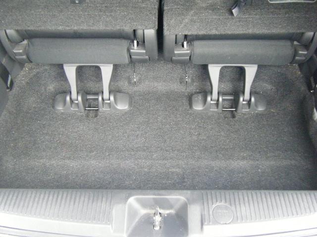 プラタナ Vセレクションホワイトインテリアパッケージ 純正HDDナビTV バックカメラ レザーシート 両側自動ドア 後席モニター 純正エアロ 純正アルミ オートライト キセノン スマートキー タイミングチェーン 7人乗 ETC 後期型(56枚目)