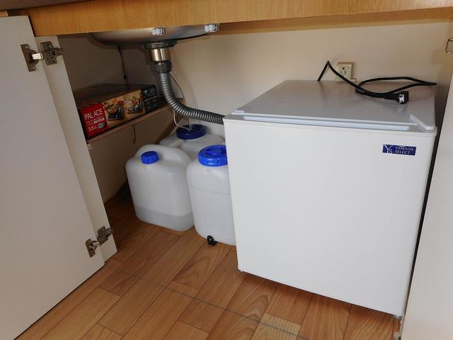冷蔵庫 給・排水タンク