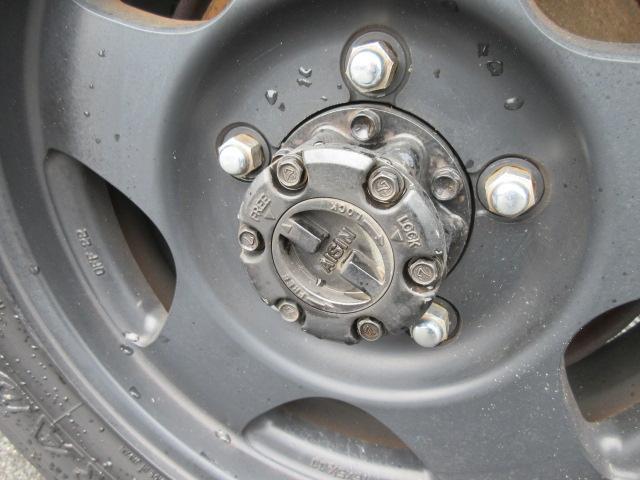 4WD リフトアップ(社外シャックル) 社外ショック 社外マフラー 社外前後バンパー ステンレスタンクガード momoハンドル(35枚目)
