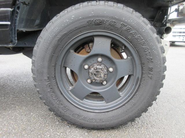 4WD リフトアップ(社外シャックル) 社外ショック 社外マフラー 社外前後バンパー ステンレスタンクガード momoハンドル(39枚目)