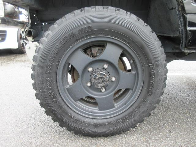 4WD リフトアップ(社外シャックル) 社外ショック 社外マフラー 社外前後バンパー ステンレスタンクガード momoハンドル(41枚目)