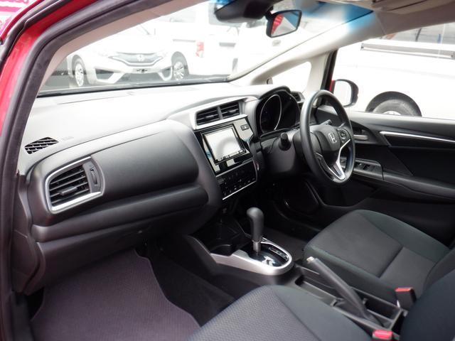 車内をすっきりと整える多彩な収納ボックスが設置されております☆いつも使う小物類をたくさん収納できます!!