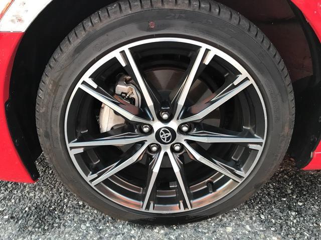 左前タイヤ。17インチアルミ付。タイヤ残り溝十分御座います。