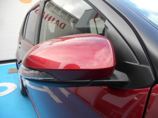 ドアミラーウインカー付きです。周囲のドライバーにウインカーを気づいてもら えるので、安全性が高まりますね☆