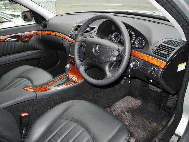 E300 屋内保管1オーナー後期モデル黒本革HDDナビ地デジフルセグTVバックカメラHIDディーラー整備記録簿禁煙車(6枚目)
