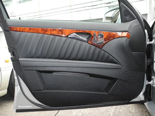 E300 屋内保管1オーナー後期モデル黒本革HDDナビ地デジフルセグTVバックカメラHIDディーラー整備記録簿禁煙車(17枚目)