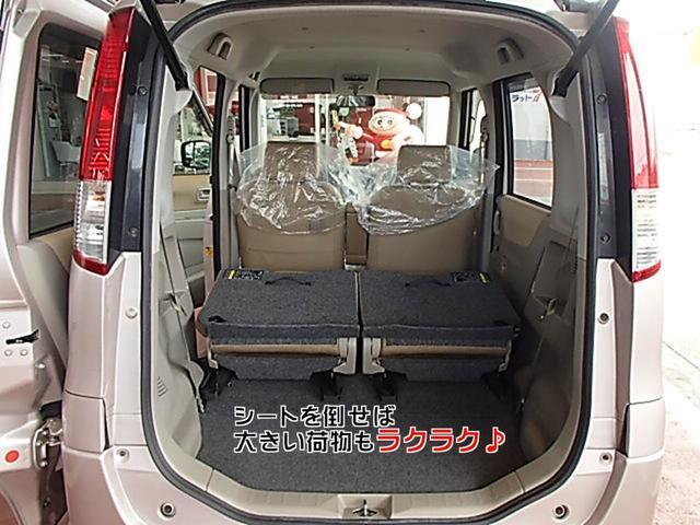リアシートを倒せば、広々荷物スペースが作れます♪