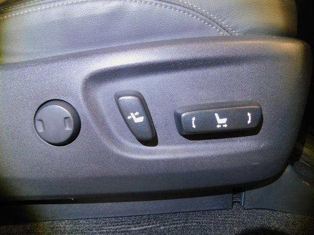 ラグジュアリーな装備の電動シート仕様になっており、特に女性ドライバーからは微調整が出来ると喜ばれる装備の一つです♪