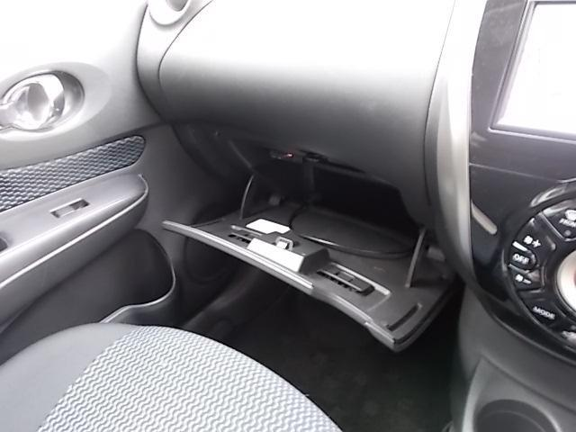 十分な容量の助手席グローブボックス