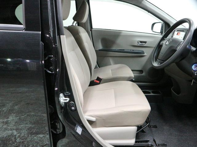 運転席は広々としており、小柄な方でも運転しやすいです。