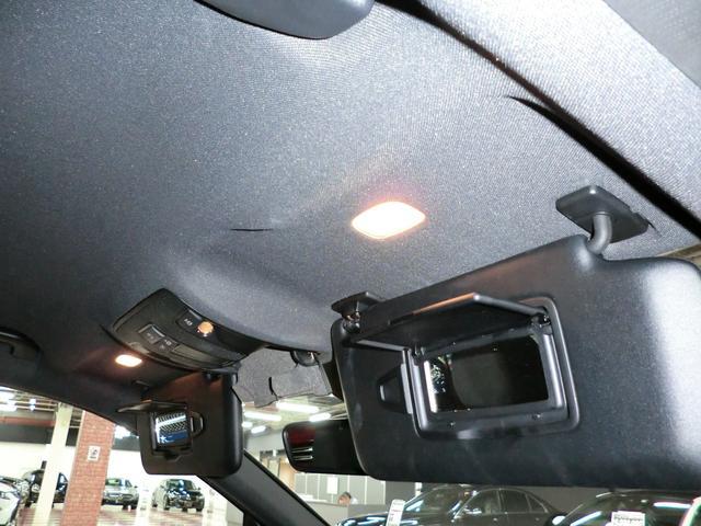 ☆運転席と助手席側のサンバイザーには嬉しいミラーとライトが装備されていますよ^^