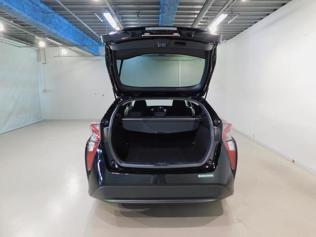 広い開口部の荷室スペースは荷物の出し入れに便利です