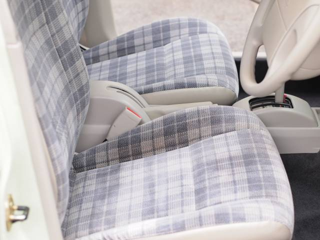 日産 ラシーン タイプIII ガラスサンルーフ 新品タイヤカバー 再生整備