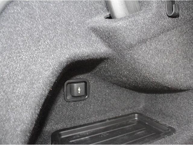 328iはトランクに電源出力が付いています