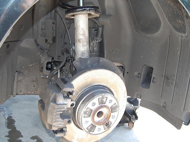 各部重要箇所の点検整備は念入りに実施します。ブレーキ整備前の状態