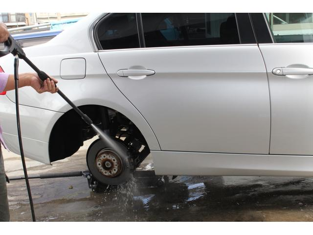 納車整備など下廻り・ブレーキなどの洗浄から始まります